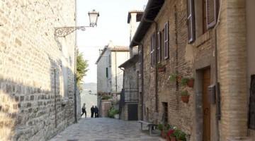 Montone, il borgo del leggendario Braccio da Montone, a meno di cento chilometri da Spoleto e Todi