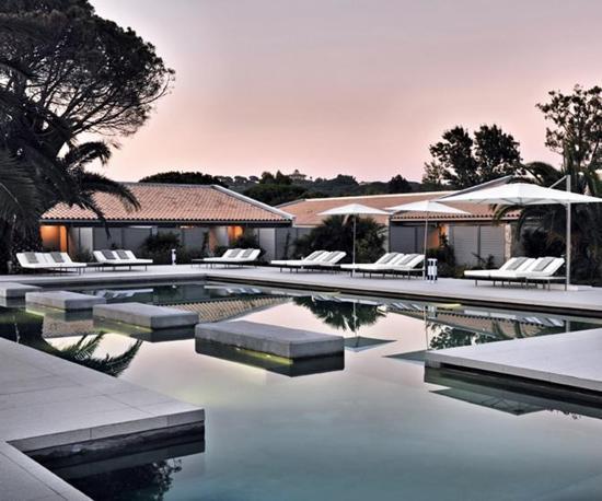 La piscina del Sezz, design hotel di lusso. In pieno Saint Tropez style