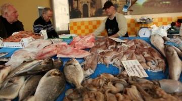 SICILIA- Al mercato del pesce di Mazara del Vallo, una delle tappe previste dal tour siciliano di gambero Rosso Travel