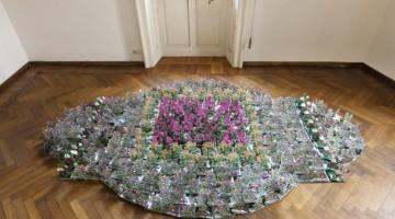 Andrea Mastrovito, Enciclopedia dei fiori da giardino – pampurzini, 500 libri ritagliati a mano, 2009-2011