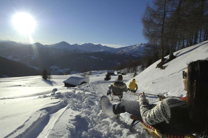 Discese in slittino anche al chiaro di luna in Val Sarentino, Alto Adige (Foto Ass. Turistica Sarentino/SMG/L. Moser/Reinswalder Lift-GmbH)