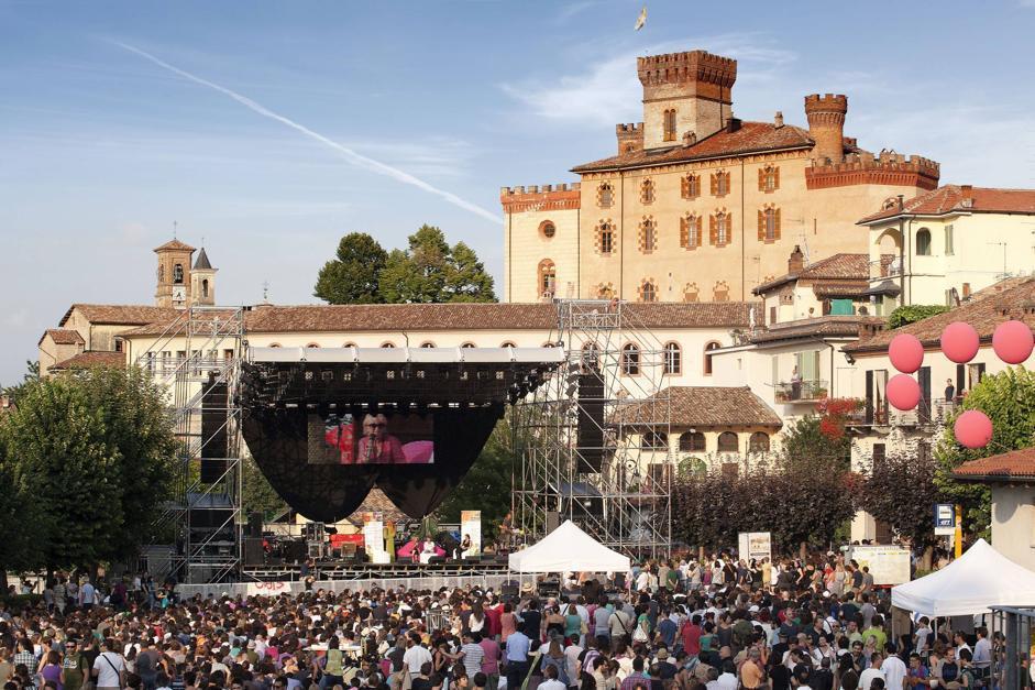 Concerti, letture e installazioni tra i vigneti di Barolo