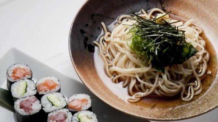 Foto Dai noodles alle danze giapponesi