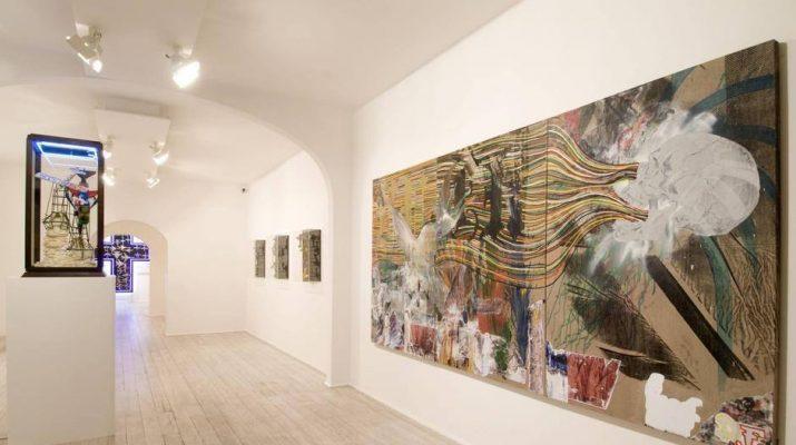 Foto Aerei, cimeli, graffiti: la mostra di Zhivago Duncan