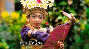 Bali, in Indonesia, non brilla solo per la bellezza. L'isola è ricchissima di tradizioni e feste folcloristiche (foto: Alamy/ Milestonemedia)