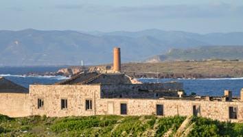 Isola di San Pietro: tramonto sulla vecchia tonnara di Carloforte (foto: Valentina Castellano Chiodo)