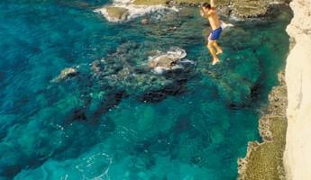 Un tuffo nelle acque del Capo Greco a Cipro