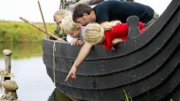 Riskilde: si potrà navigare sul fiordo sopra un veliero aperto e attrezzato per provare l?emozione di un vero vichingo a bordo della propria nave (foto: Visit Denmark)