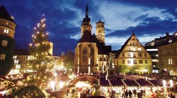 Dal 23 novembre al 23 dicembre Stoccarda invita i turisti al mercato di Natale davanti al Castello Vecchio, nel cuore della città