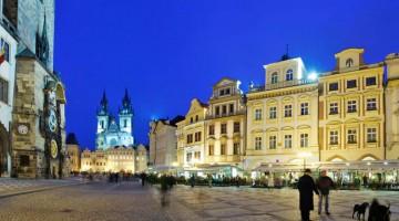 : sorge sulla piazza della città vecchia