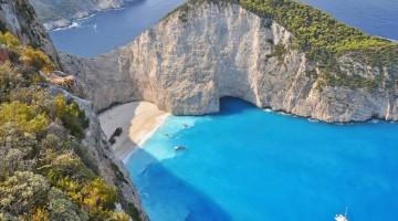 La più fotografata di Grecia è la spiaggia del naufragio di Zante (foto: Alamy/Milestonemedia)