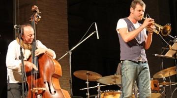 Il direttore artistico di Percfest, Rosario Bonaccorso al contrabbasso e il grande Fabrizio Bosso alla tromba sono fra gli ospiti delle notti di jazz