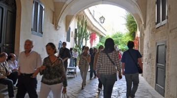Ed è un via vai di cittadini e curiosi che visitano i palazzi storici e le dimore più belle e nascoste di tutta la città (foto: Valentina Castellano Chiodo)