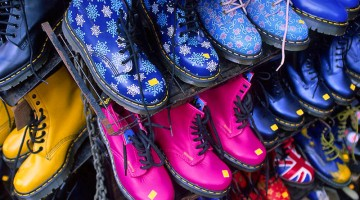 I famosi scarponcini inglesi in vendita a Camden (foto: Facebook/Camden Town Market)