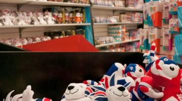 Alcuni gadget e souvenirs delle Olimpiadi di Londra 2012 (foto:alamy/milestonemedia)