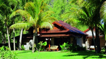 , Mauritius: la sua architettura, caratterizzata da basse villette, intreccia elementi coloniali e moderni dando origine a un?estetica raffinata inserita perfettamente nella ricca vegetazione tropicale