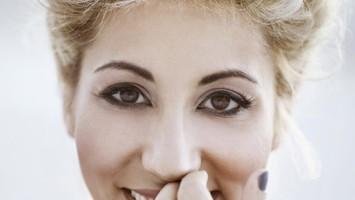 Malika Ayane è dolcezza italiana e vento marocchino come la sua origine, è divertente, romantica, pronta a emozionare