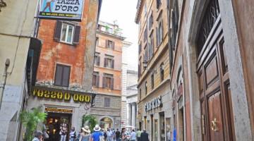 Roma gourmet: caffè e granita al caffè con panna si gustano alla Tazza d'oro, a due passi dal Pantheon (foto: Valentina Castellano Chiodo)