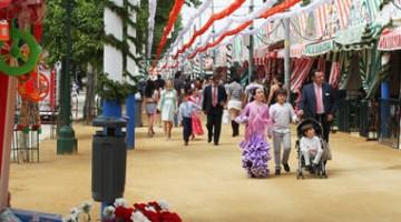 La Feria de Abril è una festa anche per i bambini, perché c?è anche un parco dei divertimenti (foto: Turismo de Sevilla)