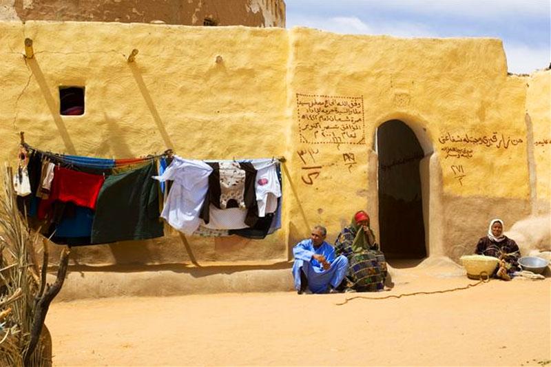 Il piccolo villaggio nell'oasi di Siwa sembra un set cinematografico: fra le case di fango, oggi come secoli fa, vivono i berberi
