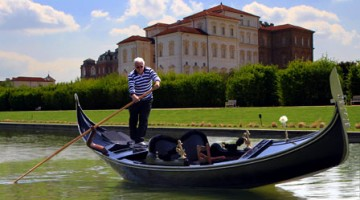 Grandi e piccini possono riprovare le emozioni del Re navigando sulla Peschiera con Diana ed Ercole, le due gondole della Reggia che evocano quelle di casa Savoia