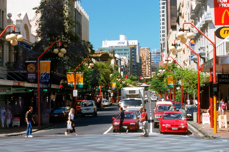 La Queen Street è la strada principale, dove piccole boutique e caffè convivono con i negozi alla moda (foto Alamy/Milestonemedia)