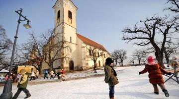 A Budapest c'è il caratteristico Szentendre, il quartiere più vivo sulle rive del Danubio: fra i suoi vicoli, i musei, le sette chiese, le casette colorate e gli atelier degli artisti si riscrivono le tradizioni (foto: Alamy/Milestonemedia)