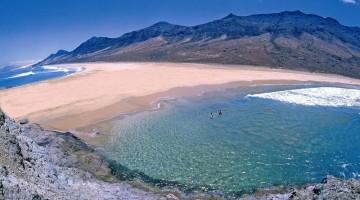 Le vacanze a Fuerteventura sono un mix perfetto di mare e sport: i suoi fondali sono adatti per gli amanti delle immersioni