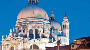 L'originale esposizione della tela è visitabile 24 ore su 24, in piccoli gruppi da 8 persone massimo, nella sala con le finestre sulla Basilica