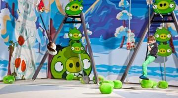 L'Angry Birds Activity Park, all'interno del parco avventura di Saariselkä, in Finlandia, è il primo parco giochi al mondo in cui i visitatori possono giocare con dispositivi portatili (come tablet e smartphone) immergendo la loro partita virtuale in mezzo a 12 attrazioni reali