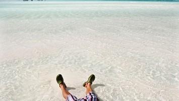Una volta arrivati a Zanzibar non serve poi molto: sole e mare sono la cura (foto: Alamy/Milestonemedia)