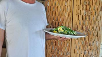 Alla Tochni Tavern si gustano gli asparagi locali, coltivati dal proprietario Sofrones (foto: Valentina Castellano Chiodo)