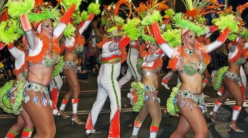 Comparsas, murgas e rondallas sono i nomi dei gruppi del Carnevale alle Canarie (foto:Flickr/maduroman)