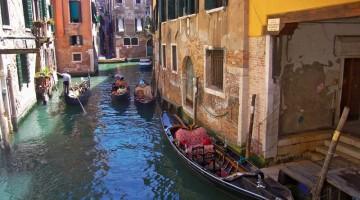 Gondole fra i canali di Venezia