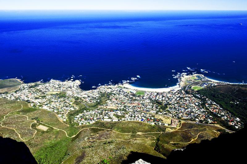 Città del Capo, uno scenario unico al mondo: la città è incastonata tra la Table Mountain e la splendida baia
