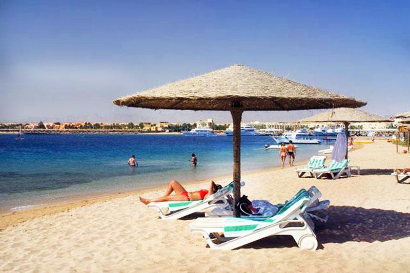 Hurgada non ha nulla da invidiare a Sharm El Sheikh, anzi le spiagge sono ampie, lunghe e sabbiose e si estendono per chilometri lungo la costa