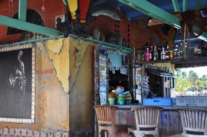 Aruba: Happy Island