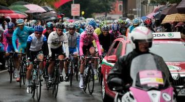 Le tappe del Giro d'Italia 2013 sono ventuno. Nella foto la tappa di Busto Arsizio del 2012 (foto LaPresse – RCS Sport)