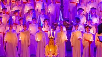 Molte tradizioni svedesi sono legate alla luce, come la festa di Santa Lucia, che si tiene tutti gli anni il 13 dicembre (foto: Henrik Trygg/Image Bank Sweden)