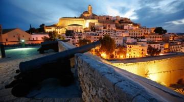Bella e tranquilla di giorno e vivacissima di notte l'isola di Ibiza (foto: Fundació promociò turística d'Eivissa)