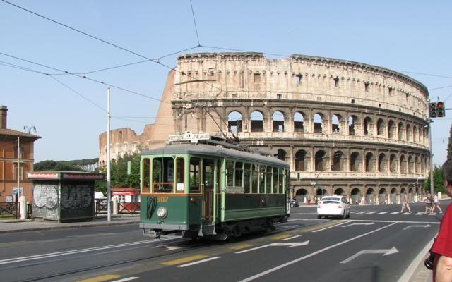 Foto A spasso in città: 20 tram e bus da leggenda