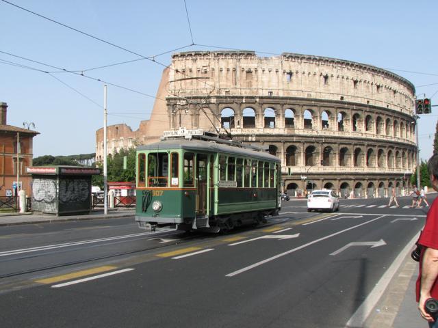 A spasso in città: 20 tram e bus da leggenda