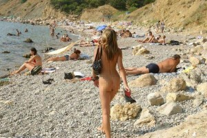 15 spiagge per nudisti da vedere una volta nella vita (più una)