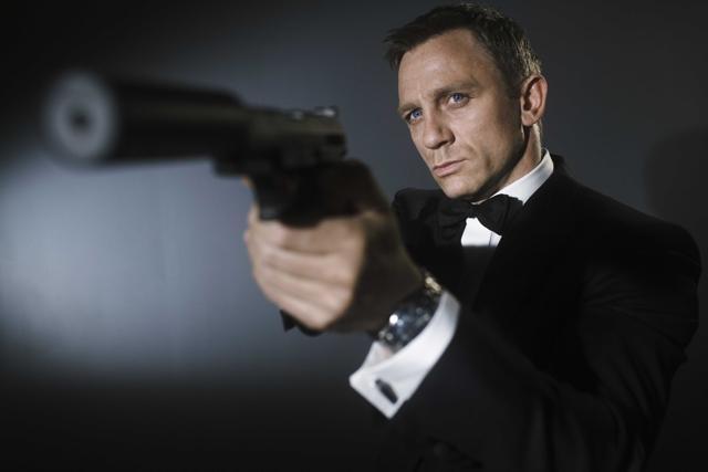 James Bond, missione  Roma