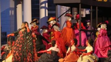 Un ballo in maschera, l'opera in tre atti di Giuseppe Verdi, con la quale si inaugura il Festival lirico, venerdì 20 giugno . Il nuovo  allestimento  è di Pier Luigi Pizzi.  Foto Ennevi (per gentile concessione dell'Arena di Verona)