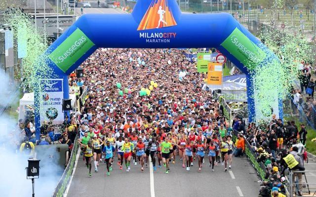 Foto Il mondo di corsa: via con la  Milano Marathon alla stagione del running