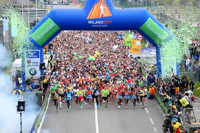 Il mondo di corsa: via con la  Milano Marathon alla stagione del running