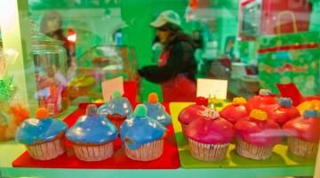 Coloratissime cupcakes, i dolcetti zuccherati alla moda, in uno dei negozi di Covent Garden (foto:visitlondonimages/britainonview/ Pawel Libera)