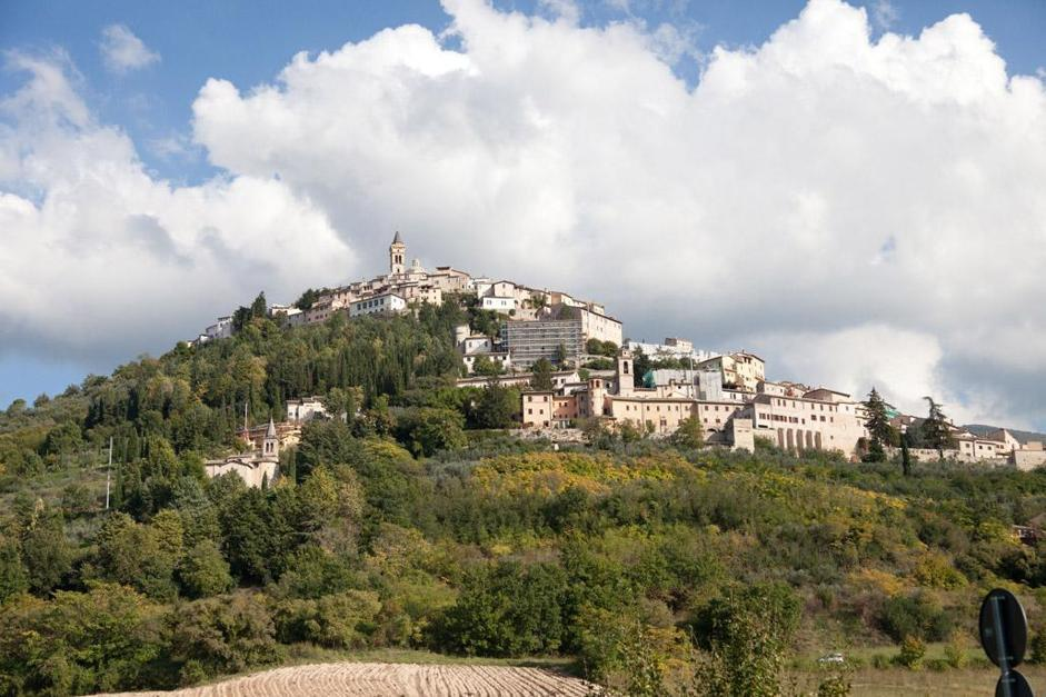 Tra Assisi e Trevi: borghi, monasteri e frantoi