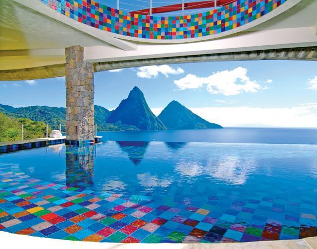Hotel da favola, le piscine a sfioro più spettacolari